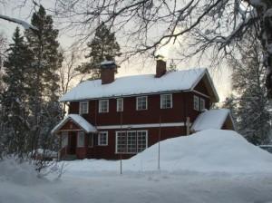 Vores hus set fra Vaslan hvor vi isfisker.